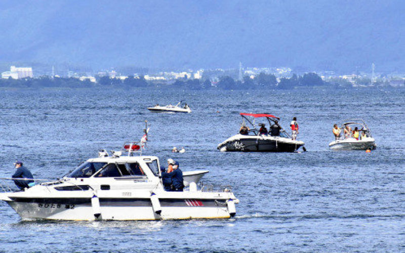 福島県にある猪苗代湖の湖上で遊泳していた子供が小型クルーザーに巻き込まれて死亡