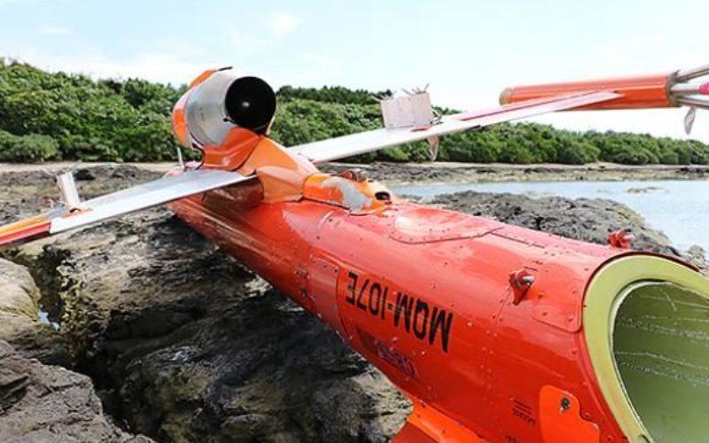 沖縄県竹富島の海岸に小型無人機のような機体が漂着