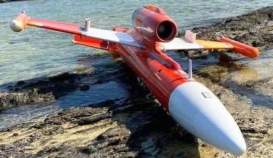 沖縄県竹富町の海岸に小型の機体が漂着