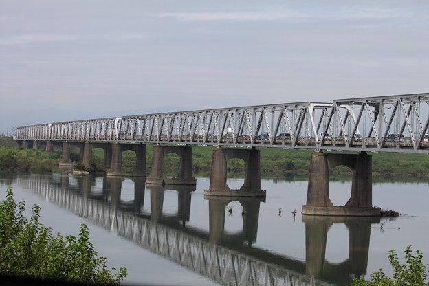 岐阜県羽島市正木町にある濃尾大橋の木曽川河川敷で白骨遺体