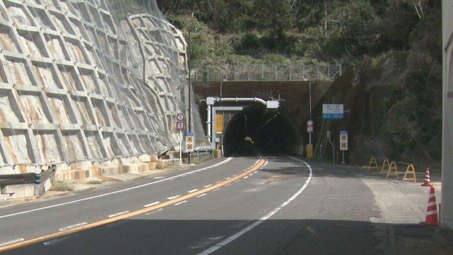三重県の国道42号線で軽乗用車と大型バイクが激突して2人が死亡