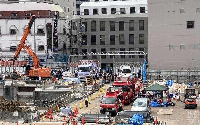 横浜駅西口付近の場所で穴を掘って工事をしていた作業員が生き埋め