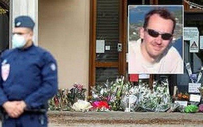 パリでイスラム教の風刺画を生徒に見せたことで殺害された教師