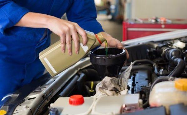 車のエンジンオイルの劣化をそのままにすると大変なことに