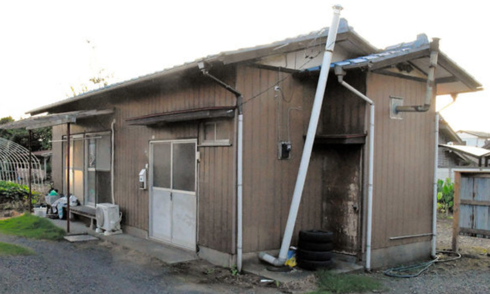 茨城県ひたちなか市の自宅で父親が生後間もない長女を虐待して殺害