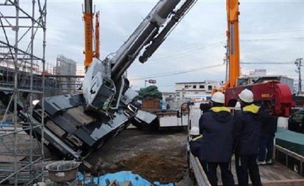 宮城県塩釜市にある工事現場でクレーン車が横転して5人が死傷