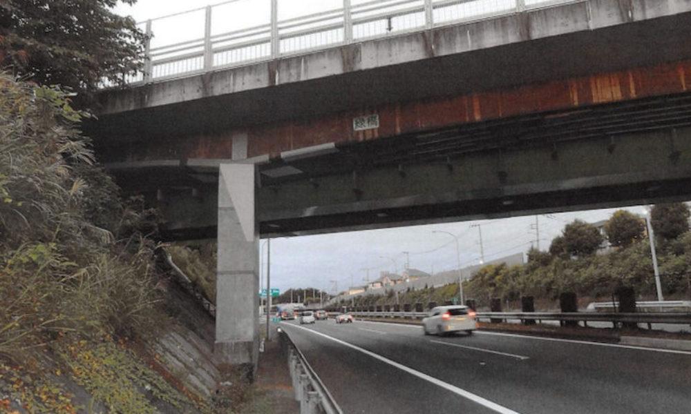 高速道路の工事を請け負っている建設会社が手抜き工事
