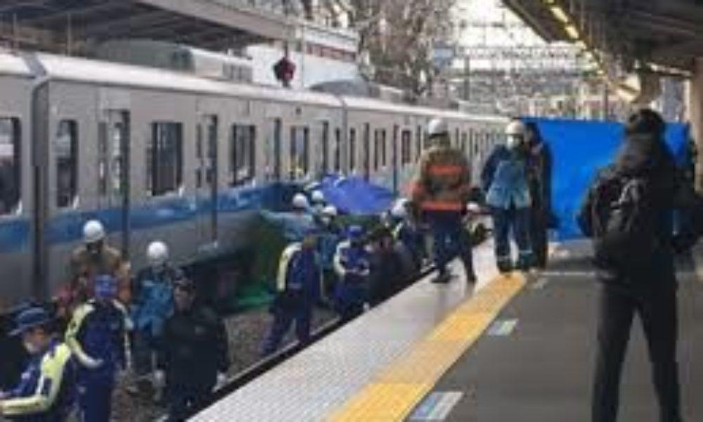 東京都町田市の小田急線玉川学園前駅で二人の女性が飛び込み自殺