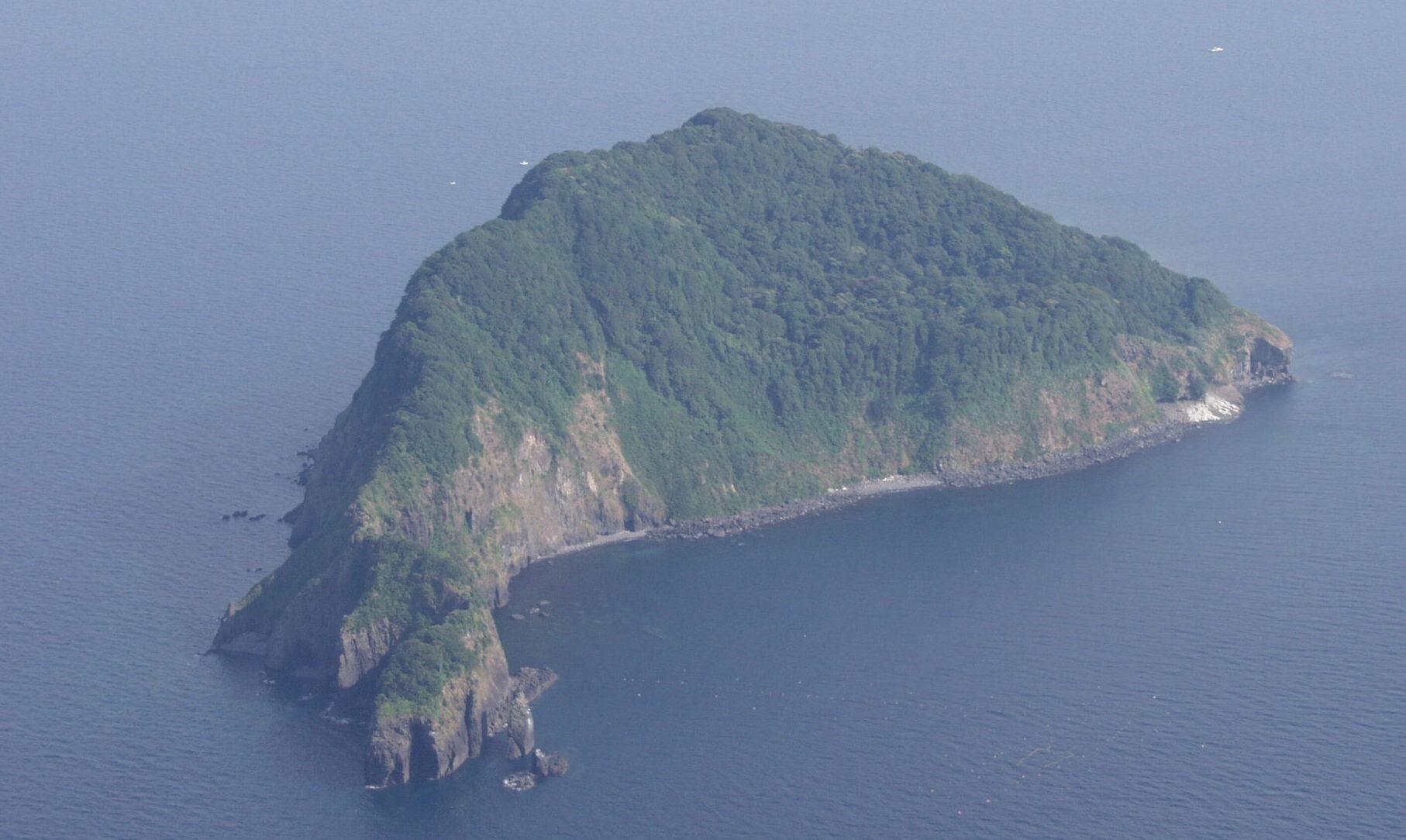 京都府舞鶴市の海上と福岡市の防波堤で女性の遺体