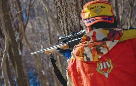 山梨県の猟友会メンバーが登山者を散弾銃で鹿と間違え発砲