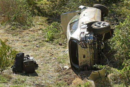 タイガーウッズ選手が車の運転操作を誤り自損事故を起こして重傷