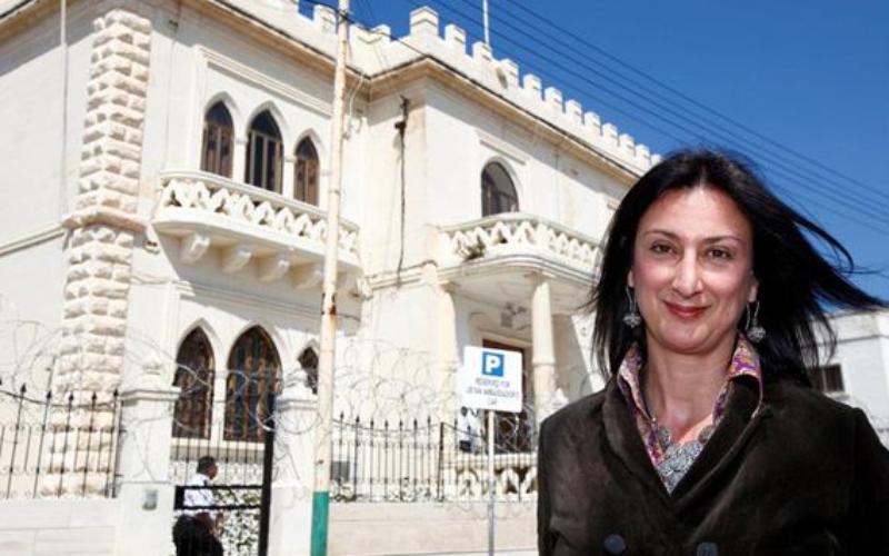 地中海の島国マルタで女性記者が車に仕掛けられた爆弾で爆死