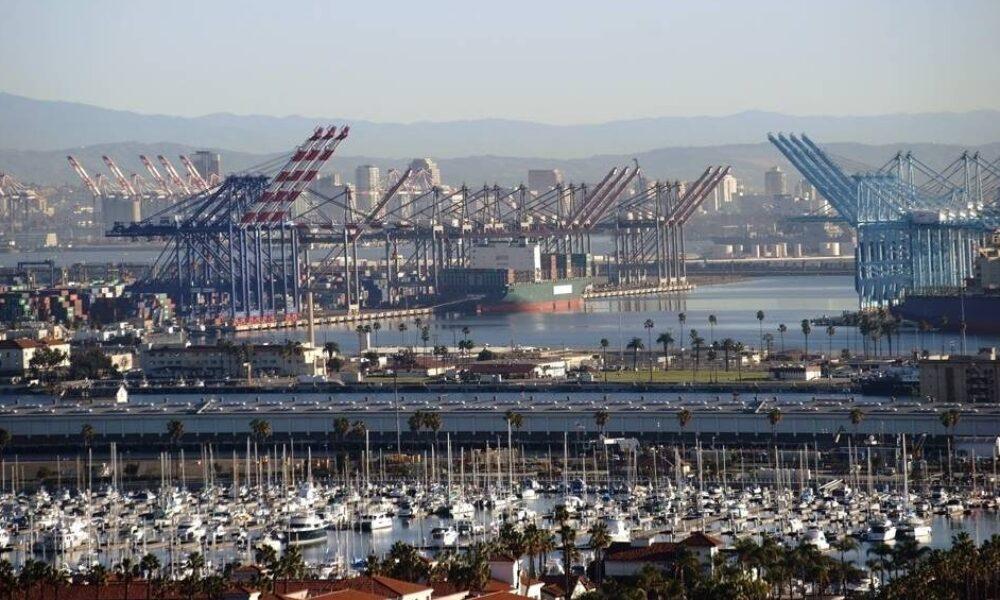 ロサンゼルスで2人の子供を乗せた車を港に転落させ殺害した父親に禁錮212年4