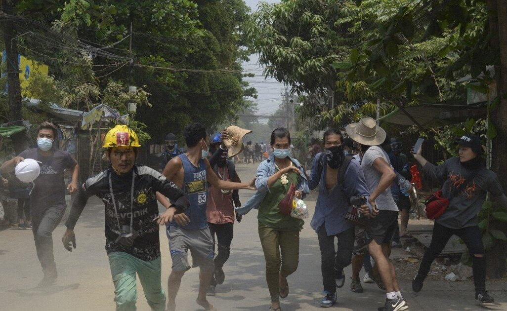 ミャンマー国軍の兵師がデモの弾圧で虐殺した市民数は数百人以上か