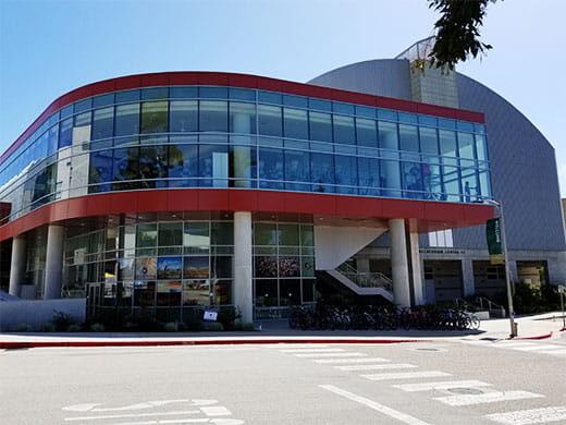 カリフォルニア州南部の大学付近で消息を絶った女子大生に関わる容疑者2人を逮捕