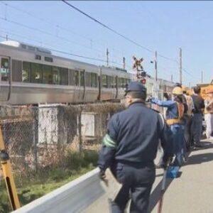兵庫県姫路市の踏切内で車と列車が衝突して車内にいた運転手が死亡