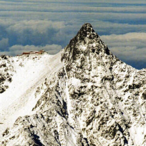 北アルプスの槍ヶ岳で登山客の1人が滑落し救助を待った2人も死亡
