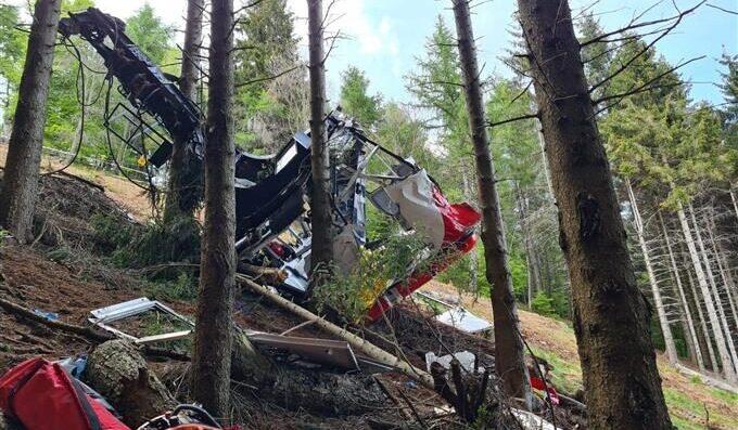 イタリア北部ピエモンテ州の観光地でロープウェーが落下