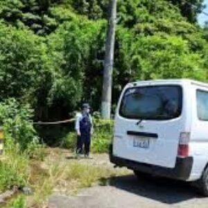 茨城県取手市稲の道路上に布団で包まれた男性の遺体