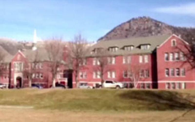 カナダ先住民寄宿学校の跡地から数百人の子供の遺骨
