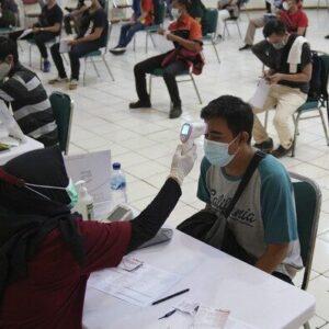 インドネシアでワクチン接種の医師がコロナウイルスに感染し14人が死亡