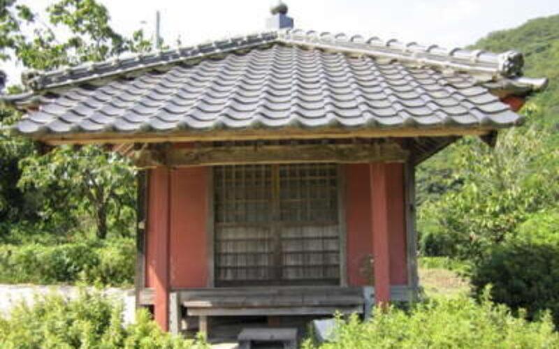 島根県津和野町にあるお堂付近で発見された身元不明遺体は40代の女性