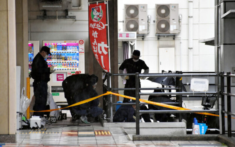 広島県呉市の大型商業施設内にある駐輪場で女性が男に刺されて死亡