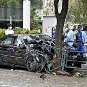 東京都千代田区にある都道で暴走したタクシーが複数人を跳ねた人身事故